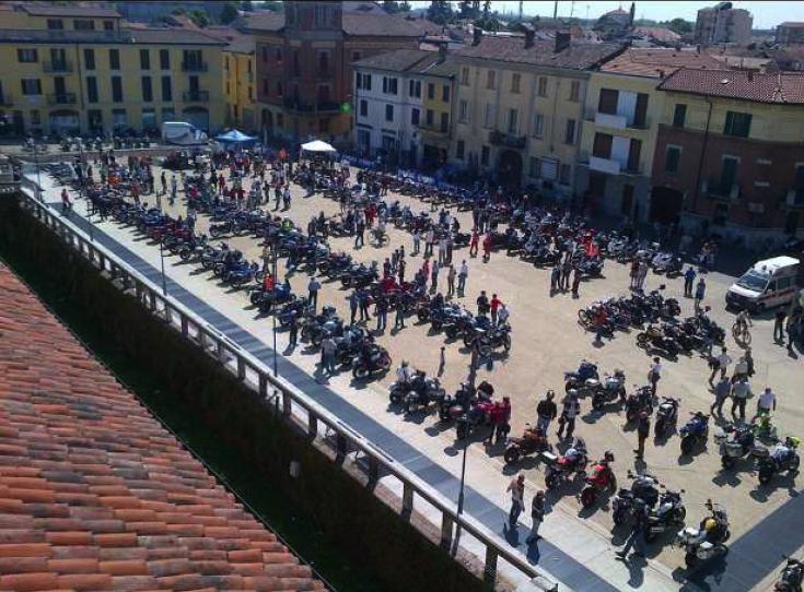 "Vecchio Varzi Motoraduno ""048… Due Ruote Per Vincere"""