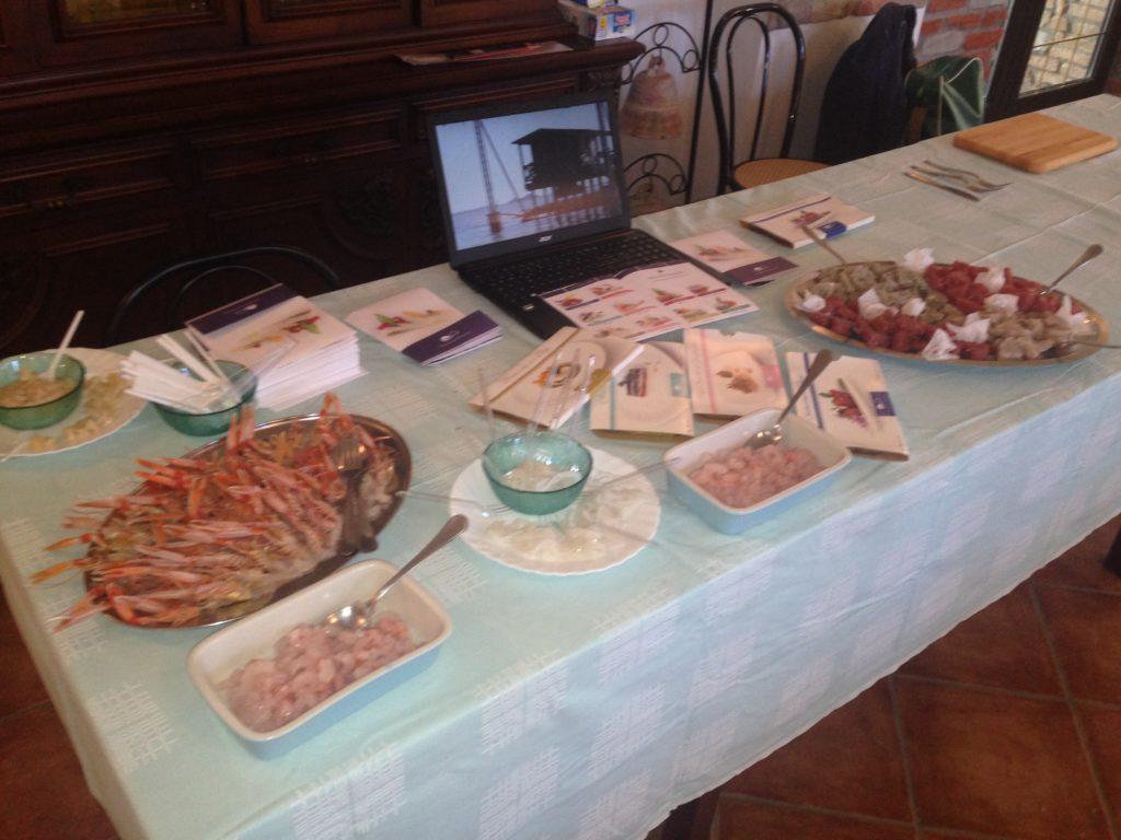 Il banco dei prodotti ittici marinati e le tartare di pesce di Orizzonti del Pescatore
