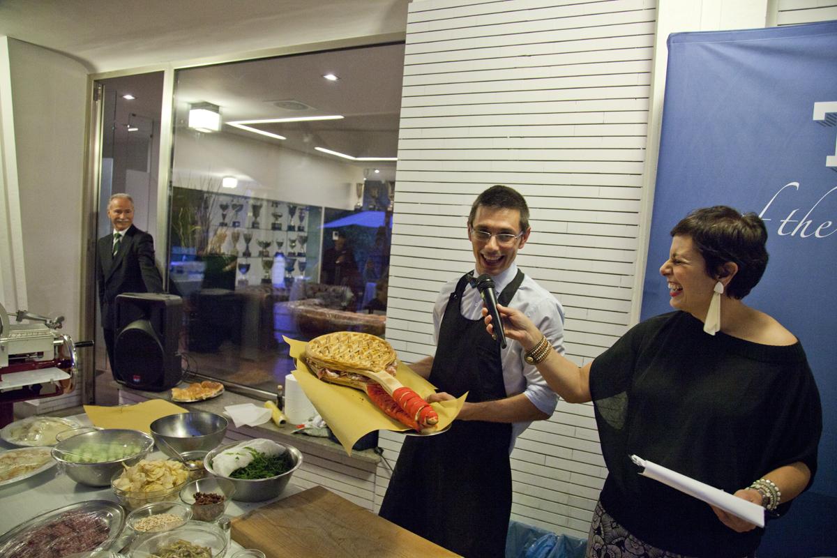 Il non-chef Daniele Reponi ha preparato alcuni panini speciali per la serata Salumiamo con Bacco a Roma, durante la quale sono stati degustati anche i salami Vecchio Varzi