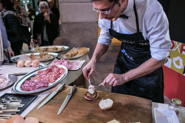 Il panino preparato da Daniele Reponi con il Salame di Varzi DOP